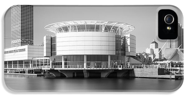 Milwaukee Discovery World Picture In Black And White IPhone 5 Case by Paul Velgos