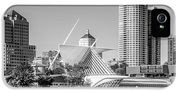 Milwaukee Skyline Panorama In Black And White IPhone 5 Case by Paul Velgos