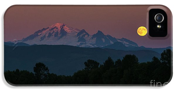 Moon Rising Over Mount Baker IPhone 5 Case by Paul Conrad