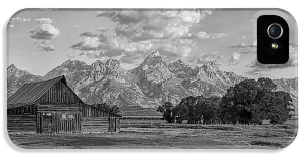 Mormon Row Farm In Black And White IPhone 5 Case by Andres Leon