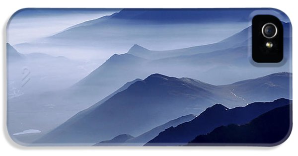 Mountain iPhone 5 Case - Morning Mist by Chad Dutson