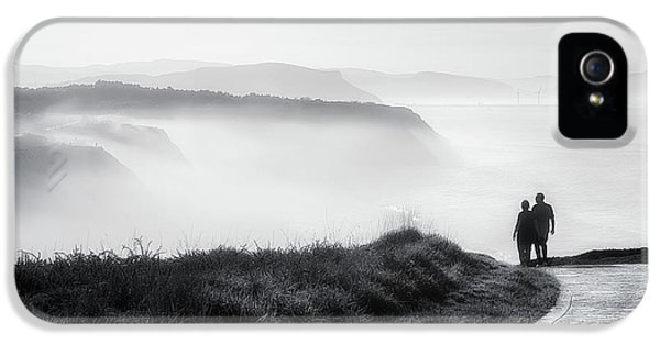 Morning Walk With Sea Mist IPhone 5 Case by Mikel Martinez de Osaba