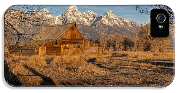 IPhone 5 Case featuring the photograph Moulton Barn by Gary Lengyel