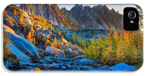 Mountainous Paradise IPhone 5 Case