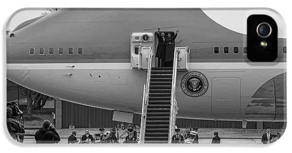Mr And Mrs Obama Waving On Air Force One Waving Goodbye After Leaving Office IPhone 5 / 5s Case by Valentina Lopez