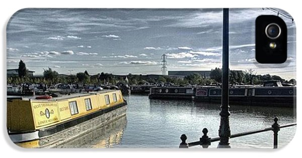 iPhone 5 Case - Narrowboat Idly Dan At Barton Marina On by John Edwards