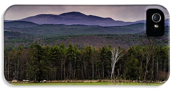 IPhone 5 Case featuring the photograph New England Spring In Oil by Mark Myhaver