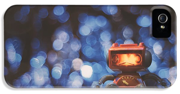 Night Falls On The Lonely Robot IPhone 5 Case by Scott Norris