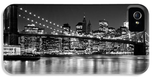 Night Skyline Manhattan Brooklyn Bridge Bw IPhone 5 / 5s Case by Melanie Viola