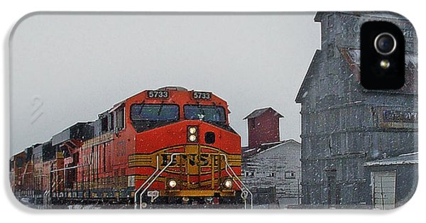 Northbound Winter Coal Drag IPhone 5 / 5s Case by Ken Smith