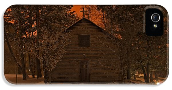 Notre Dame Log Chapel Winter Night IPhone 5 / 5s Case by John Stephens