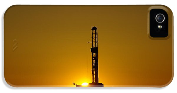 Oil Rig Near Killdeer In The Morn IPhone 5 Case by Jeff Swan