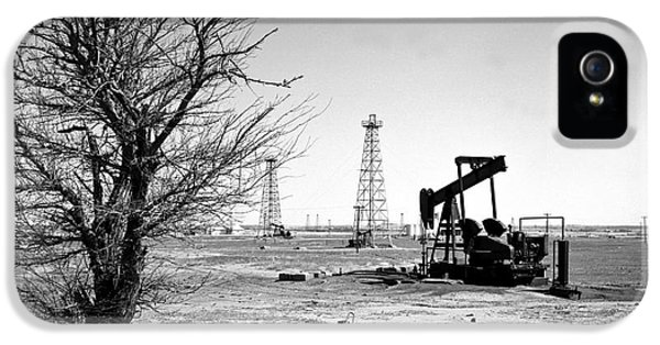 Gold iPhone 5 Cases - Oklahoma Oil Field iPhone 5 Case by Larry Keahey