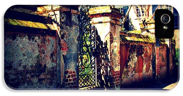 Old Iron Gate In Charleston Sc IPhone 5 Case by Susanne Van Hulst