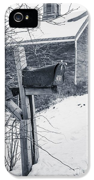 Etna iPhone 5 Case - Old Rural Mailbox In Front Of An Old Barn by Edward Fielding