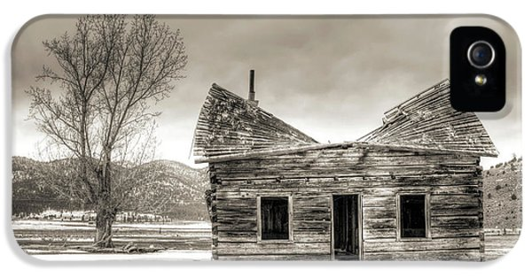 Old Houses iPhone 5 Cases - Old Rustic Log Cabin in the Snow iPhone 5 Case by Dustin K Ryan