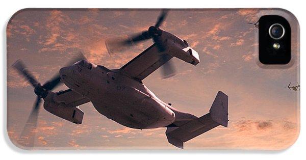 Ospreys In Flight IPhone 5 / 5s Case by Mike McGlothlen