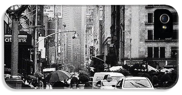 Rain - New York City IPhone 5 Case by Vivienne Gucwa
