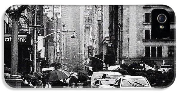 City iPhone 5 Case - Rain - New York City by Vivienne Gucwa