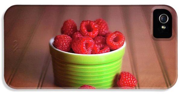 Red Raspberries Still Life IPhone 5 / 5s Case by Tom Mc Nemar