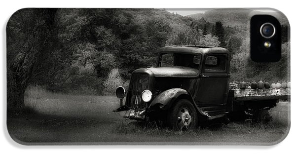 IPhone 5 Case featuring the photograph Relic Truck by Bill Wakeley