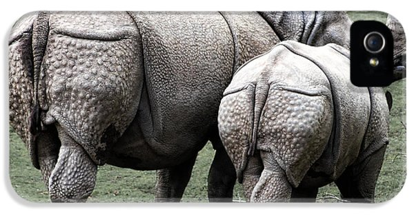 Rhinoceros Mother And Calf In Wild IPhone 5 / 5s Case by Daniel Hagerman