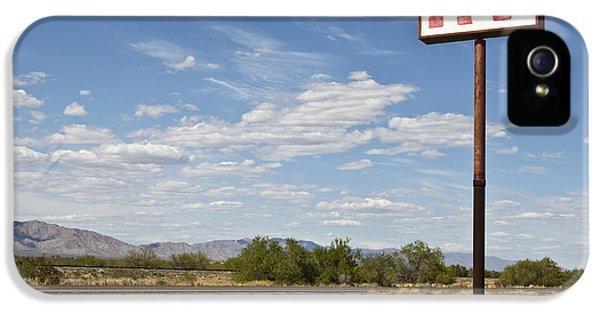 Rv Parking In The Desert IPhone 5 Case by Paul Edmondson