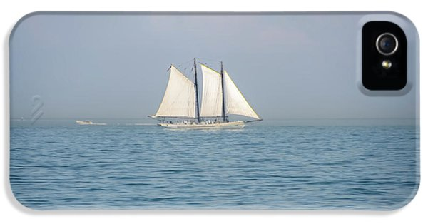 Sailing Off Of Cape May IPhone 5 Case by Bill Cannon
