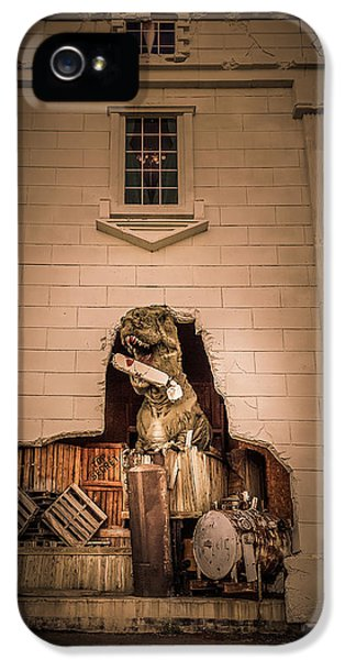 Scary Dinosaurs At Top Secret In Wisconsin Dells. IPhone 5 Case