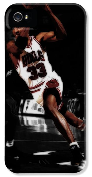 Scottie Pippen On The Move IPhone 5 Case by Brian Reaves