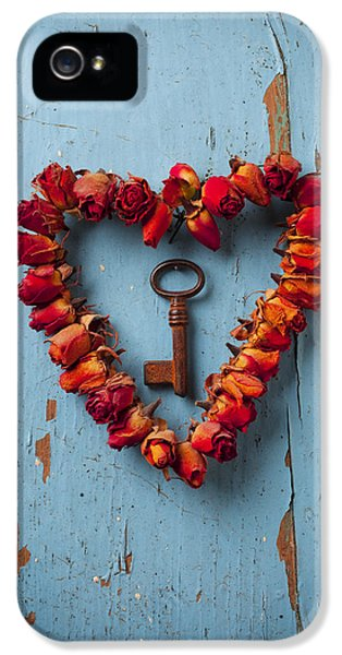 Rose iPhone 5 Case - Small Rose Heart Wreath With Key by Garry Gay