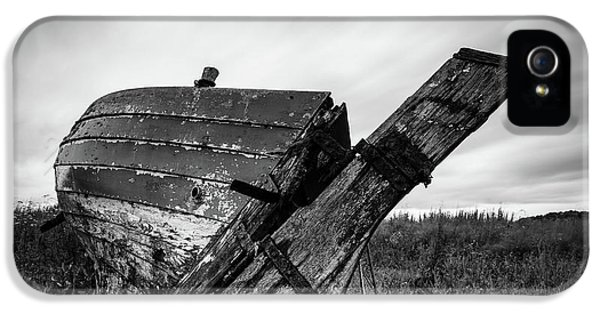 St Cyrus Wreck IPhone 5 Case by Dave Bowman