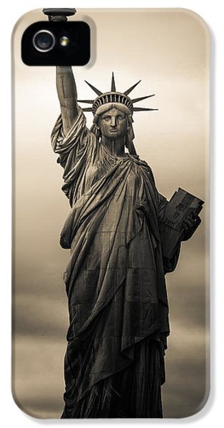 Statute Of Liberty IPhone 5 Case by Tony Castillo