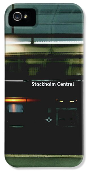 Train iPhone 5 Case - Stockholm Central- Photograph By Linda Woods by Linda Woods