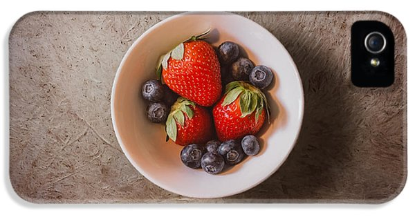 Strawberries And Blueberries IPhone 5 Case by Scott Norris