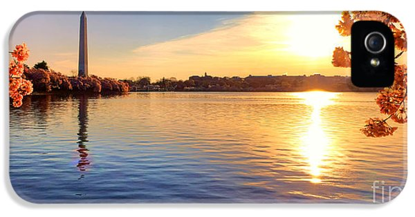 Washington Monument iPhone 5 Case - Sunrise On The Tidal Basin by Olivier Le Queinec
