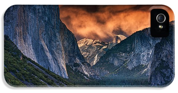 Sunset Skies Over Yosemite Valley IPhone 5 / 5s Case by Rick Berk