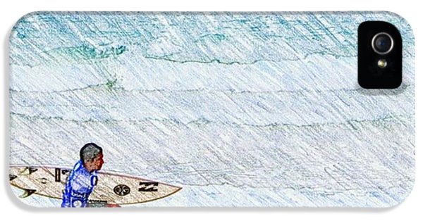 Surfer In Aus IPhone 5 Case by Daisuke Kondo