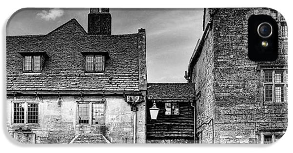 iPhone 5 Case - The Lygon Arms, Broadway by John Edwards