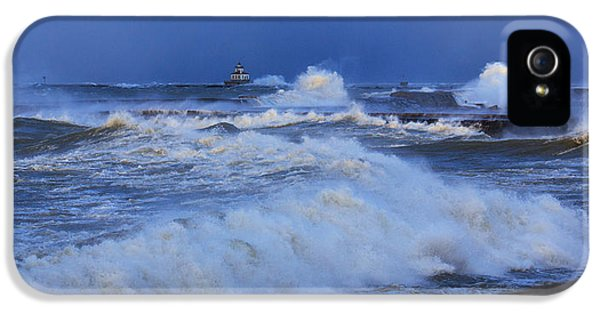 The Waves Of Lake Ontario IPhone 5 Case by Everet Regal