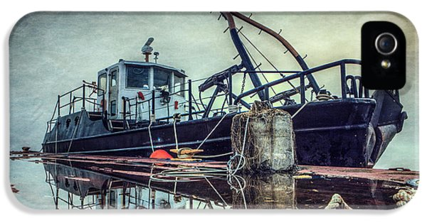 Tug In The Fog IPhone 5 Case by Everet Regal
