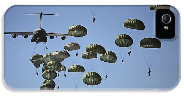 U.s. Army Paratroopers Jumping IPhone 5 Case by Stocktrek Images