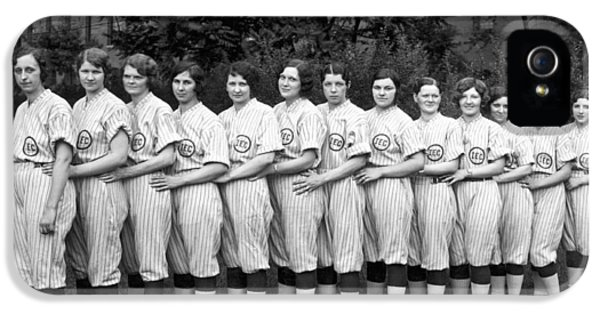 Vintage Photo Of Women's Baseball Team IPhone 5 / 5s Case by American School