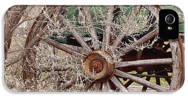 Wagon Wheel IPhone 5 / 5s Case by Robert Frederick