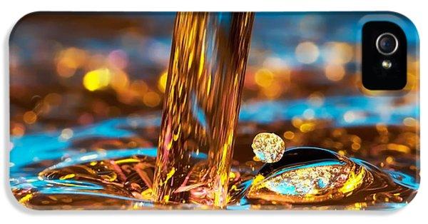 Water And Oil IPhone 5 Case by Setsiri Silapasuwanchai