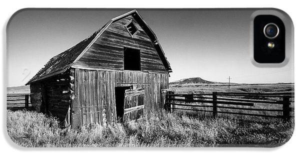 Weathered Barn IPhone 5 Case by Todd Klassy