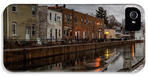 Winter Along The Canal IPhone 5 Case by Everet Regal