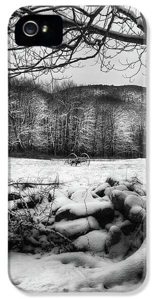 IPhone 5 Case featuring the photograph Winter Dreary by Bill Wakeley