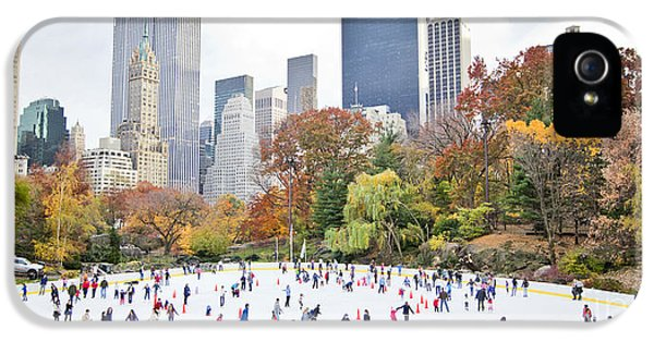 Office Buildings iPhone 5 Case - Ice Skaters Having Fun In New York by Stuart Monk
