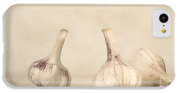 Still Life iPhone 5c Case - Fresh Garlic by Priska Wettstein
